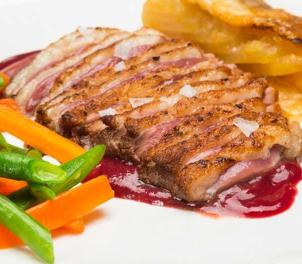 magret pato frambuesas restaurant es canyis
